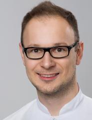dr Kamil Zaręba